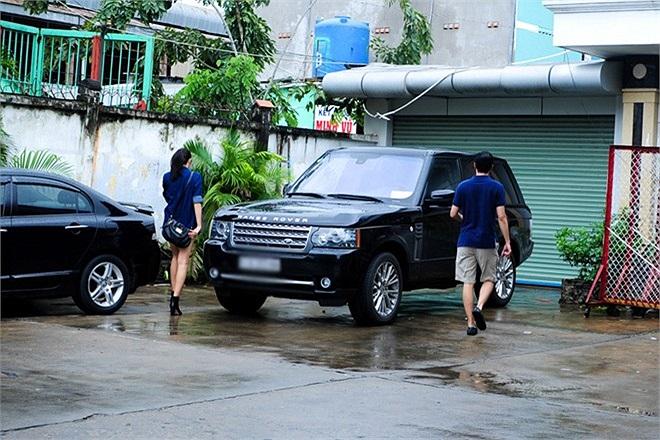Range Rover hiện là dòng xe được nhiều ngôi sao trong showbiz Việt lựa chọn. Nhưng hầu hết là các mỹ nữ như Thanh Hằng, Hồ Ngọc Hà và Trà Ngọc Hằng.