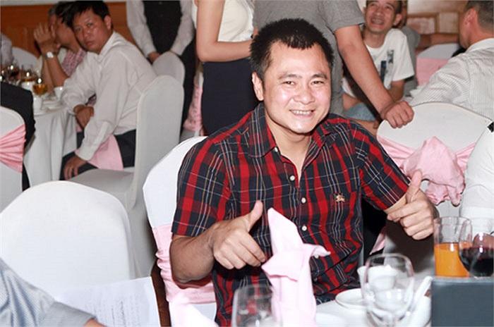 Tham dự đám cưới của Mỹ Dung còn có nhiều bạn bè, trong hình là diễn viên Tự Long. Anh và Xuân Bắc đảm đương nhiệm vụ MC của đám cưới này.