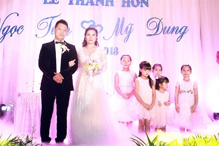 Chú rể và cô dâu trên lễ đường