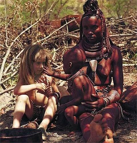 Cô bé được sinh ra tại châu Phi, nơi mà thế giới coi đây là 'một lò lửa khổng lồ' với những con vật hoang dã hung dữ.