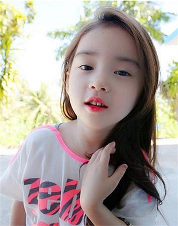 Cô bé Hàn Quốc 6 tuổi có nickname Wonei đang trở thành điểm nóng trên các diễn đàn mạng vì vẻ ngoài đáng yêu và dễ thương như một thiên thần.