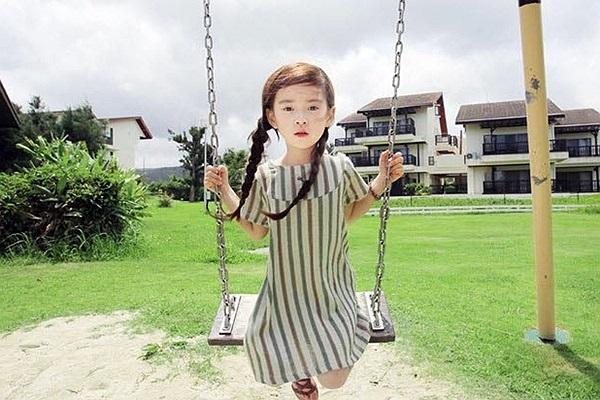 Wonei mới 6 tuổi và là người mẫu nhí của một trang bán hàng online của Hàn Quốc.