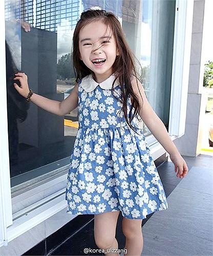 Cô bé có nụ cười rất tươi