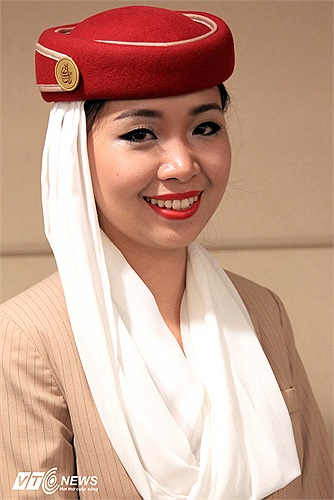 Cô là Trương Tường Vi, nữ tiếp viên của hãng hàng không lớn nhất Các Tiểu vương quốc Ả rập Thống nhất - Fly Emirates.