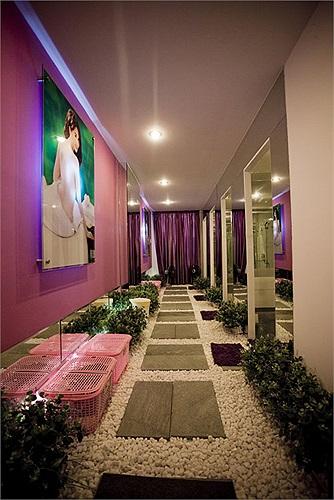 Nhìn vào cách decor cho tiệm spa của 'nữ hoàng nội y' mọi người cũng có thể đoán ra Ngọc Trinh đã phải đầu tư không ít tiền bạc cho cơ ngơi này.
