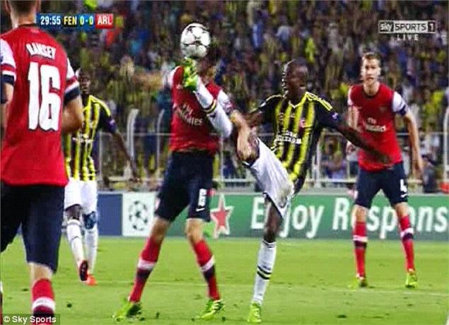 Arsenal đêm qua phải đến làm khách ở Thổ Nhĩ Kỳ. Họ nhanh chóng biết đến lối chơi máu lửa ở đây.