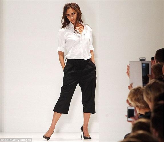 Victoria Beckham vừa cho ra mắt bộ sưu tập xuân hè 2014 trong tuần lễ thời trang New York