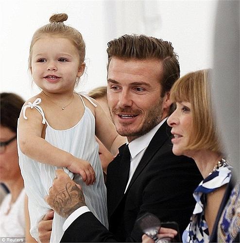 Beckham và bé Harper đến chia vui cùng Vic