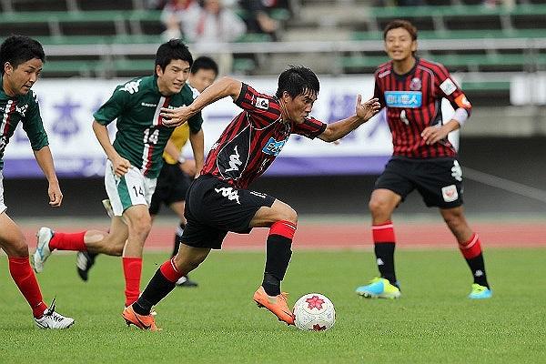 Nhiều người cho rằng, tâm trạng trên xuất phát từ việc có quá nhiều lời chê bai, phủ nhận nỗ lực của CV9 ở Consadole Sapporo. Hôm qua, Công Vinh đã có 2 bàn thắng vào lưới Đại học Hokkaido, những pha lập công chính thức đầu tiên trong màu áo CLB mới.