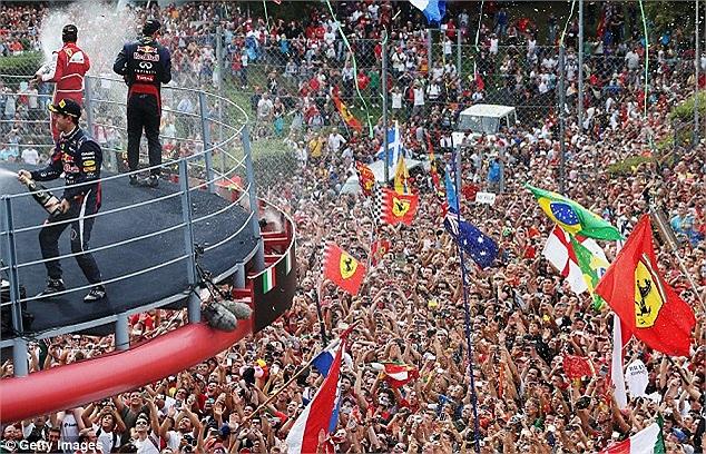 Dù không phải người xuất phát đầu tiên nhưng sự ưu việt của chiếc xe đua Red Bull cộng thêm sự hỗ trợ từ phía Webber giúp Vettel tự tin vượt qua đối thủ ở những vòng cuối