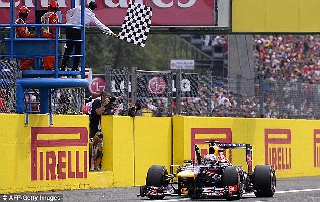 Hamilton thi đấu rất tồi. Tay đua người Anh chán nản thốt lên: 'Tôi thật là ngu ngốc sau hàng loạt sai lầm mắc phải trên đường đua'