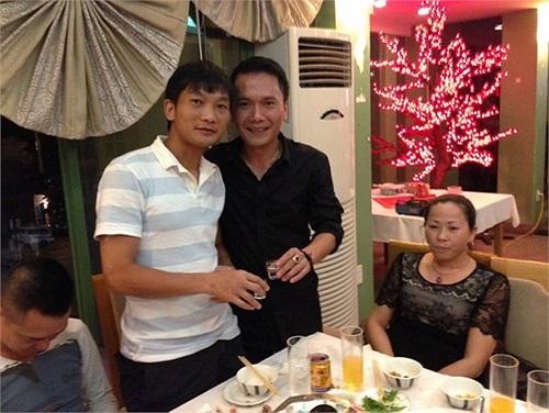 Là đôi bạn thân thiết ở Sông Lam Nghệ An và Hà Nội T&T, Hồng Tiến (trái) luôn dành thời gian rảnh để tụ tập cùng thủ môn Dương Hồng Sơn.