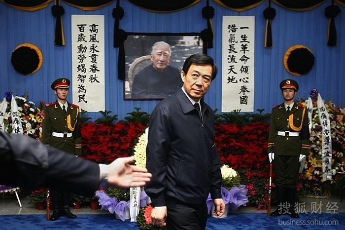Ngày 17/1/2007, Bộ trưởng thương mại Bạc Hy Lai trong đám tang cha mình là ông Bạc Nhất Ba