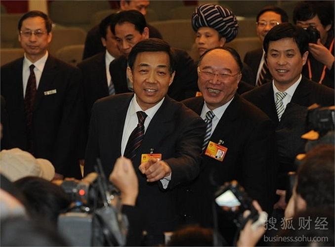 Ngày 6/3/2010, đoàn đại biểu Trùng Khánh cùng ông Bạc Hy Lai thảo luận trong một cuộc họp tổ chức ở đại lễ đường nhân dân Bắc Kinh