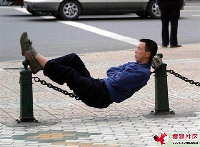 Phải giữ thăng bằng khi ngủ kiểu này