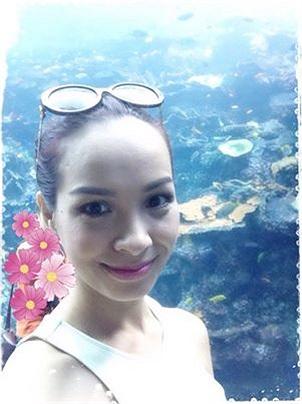 Thúy Hạnh đang có chuyến công tác, du lịch nước ngoài.