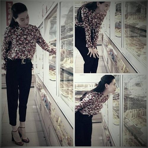 Hồ Ngọc Hà đi mua bánh trung thu.