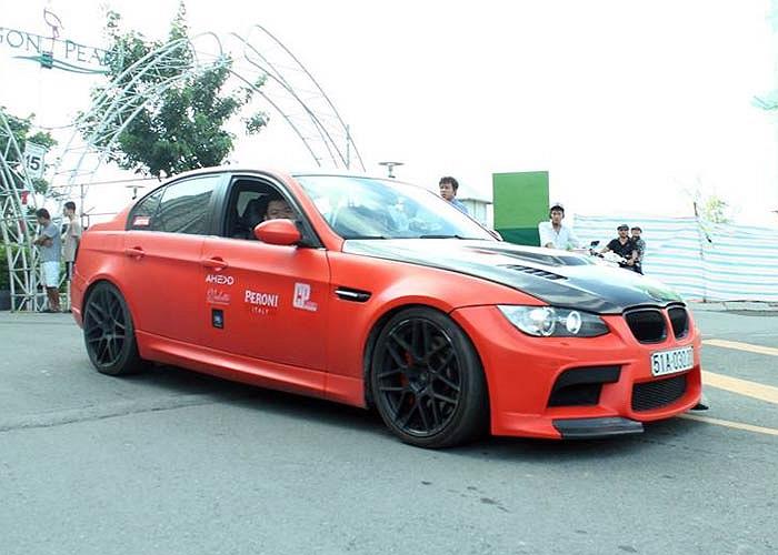 Một chiếc BMW độ màu cám cá tính
