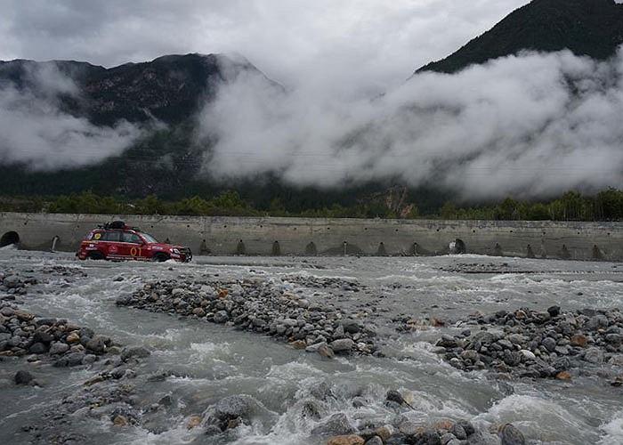 Đây là đoàn caravan thứ ba trong khu vực Đông Nam Á thực hiện hành trình chinh phục Tây Tạng –Everest sau Malaysia và Thái Lan. Thành phần đoàn caravan gồm 23 thành viên của diễn đàn xe hơi Sài Gòn.