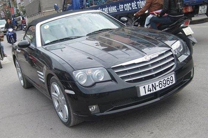 Mẫu xe thể thao mui trần Chrysler Crossfire biển đẹp tại TP Móng Cái. Xe được trang bị động cơ V6 3.2L với hộp số tự động 5 cấp hoặc số sàn 6 cấp.