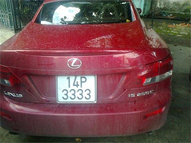 Xe mui trần trẻ trung Lexus IS 250C biển số tứ quý 3.