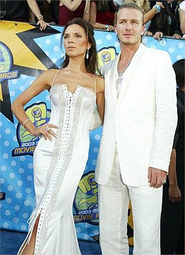 Tuy nhiên, cuộc sống của giới showbiz do cô vợ Victoria đem tới khiến Beckham không còn toàn tâm toàn ý cho trái bóng tròn nữa