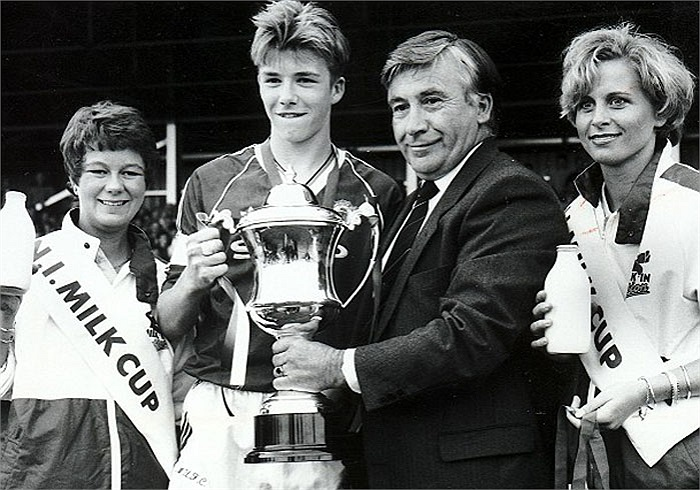 Chiếc cúp đầu tiên Beckham giành được khi anh lên 16 là Milk Cup tại Bắc Ireland