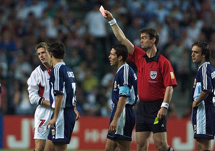 Mặc dù vậy, ở World Cup 98, anh đã dính thẻ đỏ trong trận vòng 1/8 với Argentina, và gián tiếp khiến Tam Sư bị loại