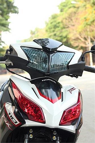 Honda RSX 110 với chóa đèn màu khói xanh và titan corundum.