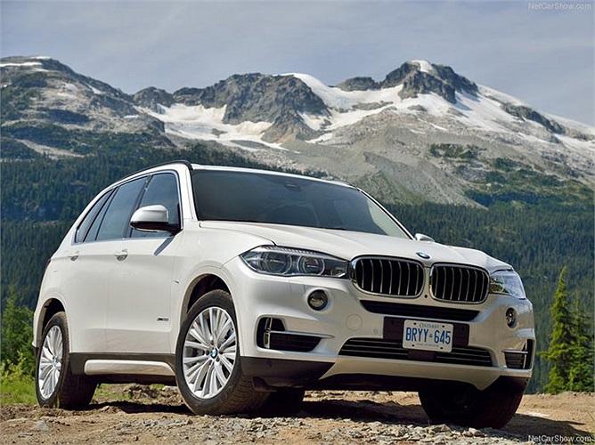 BMW bám sát theo sau Mercedes-Benz với tổng giá trị 31,839 tỷ USD và giữ vị trí số 12 trong top 100 của Interbrand.