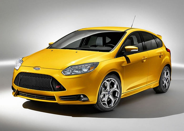 Ford Focus ST là phiên bản tính năng cao của mẫu xe đang rất ăn khách Focus. Mẫu xe này sử dụng động cơ 252 mã lực và có giá chỉ 24.495 USD.