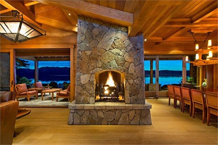 Căn nhà ven hồ Tahoe chỉ là một trong số những biệt thự mà ông Ellison sở hữu. Lý do khiến tỷ phú Ellison rao bán căn nhà là do ông đang xây một dinh cơ khác cũng ở gần hồ này.