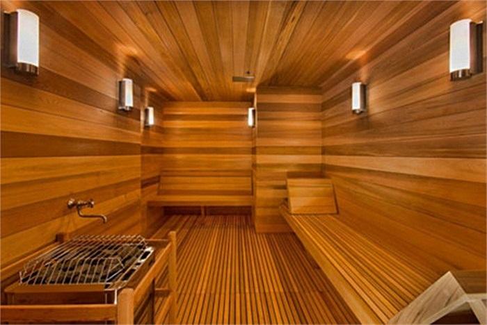 Phòng tắm xông hơi ốp gỗ hoàn toàn.