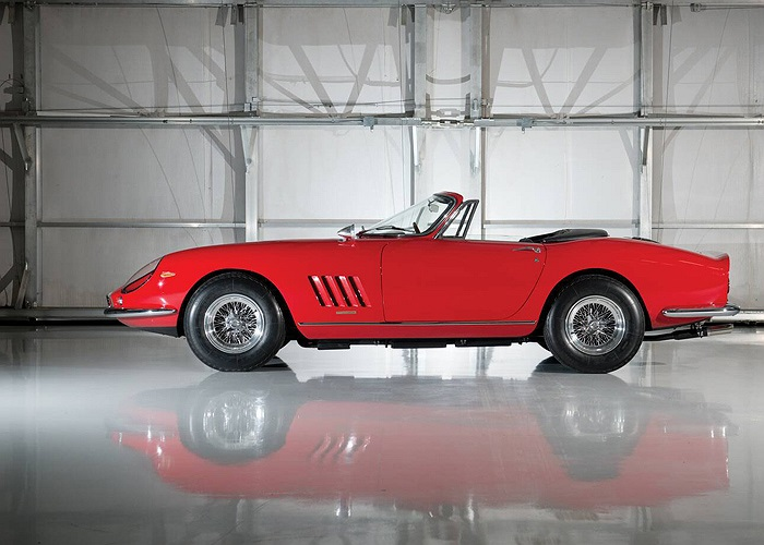 Đây là 1 trong 10 chiếc Ferrari 275 GTB/4*S N.A.R.T. Spider do Pirinfarina chế tạo với phong cách đậm chất Italia.