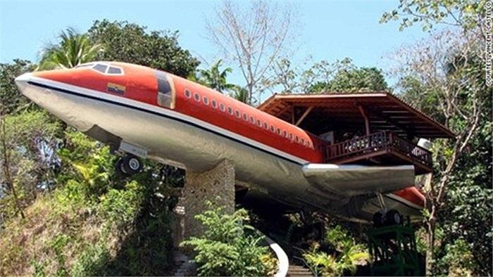 Tại Costa Rica, người ta đã nghĩ ra sáng kiến xây dựng một khách sạn trên chính chiếc máy bay bỏ đi. Khách sạn Costa Verde được dựng nên từ chiếc máy bay Boeing 707 cũ từ năm 1965