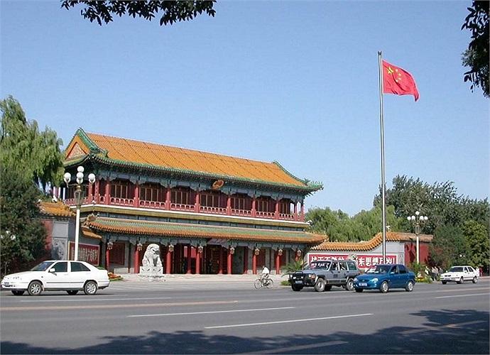 Cũng giống như Nhà Trắng của Hoa Kỳ, Trung Nam Hải cũng là nơi sinh sống của nhiều lãnh đạo đất nước như Mao Trạch Đông, Chu Ân Lai, Lưu Thiếu Kỳ ...