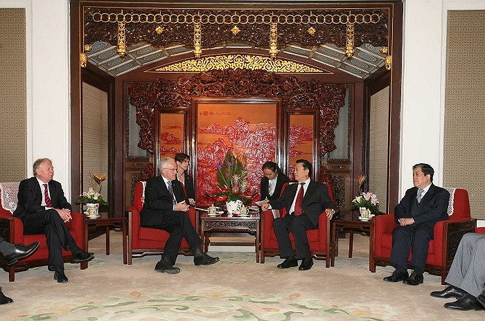 Nguyên phó thủ tướng Trương Đức Giang hội kiến Jurgen Ruttger - thống đốc bang Nordrhein-Westfalen, Đức tại Trung Nam Hải ngày 16/11/2009.