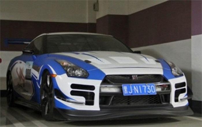 Nissan GT-R với bộ cánh lấy cảm hứng từ xe đua.