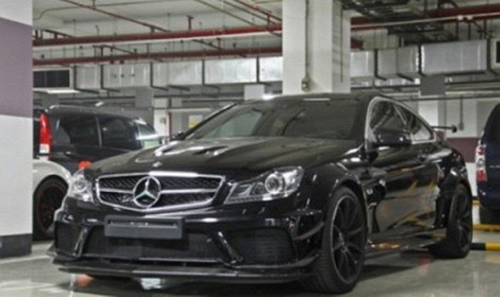 Cuối cùng là chiếc  Mercedes-Benz C63 AMG Black Series.