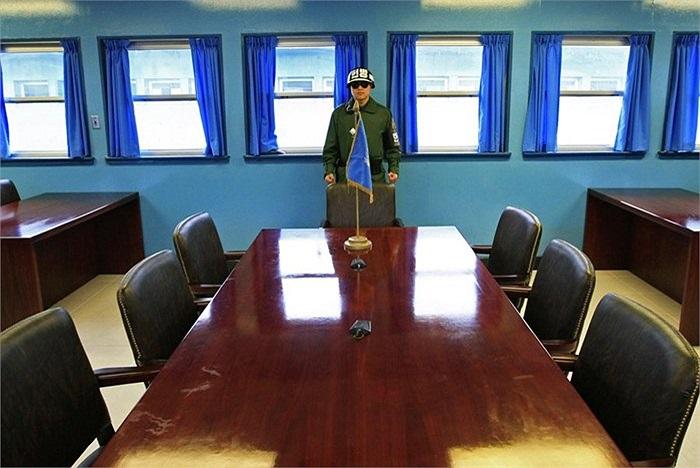 Trong những căn phòng này, du khách có thể đi vòng quanh và tự hào rằng mình đã có mặt ở cả 2 miền Triều Tiên
