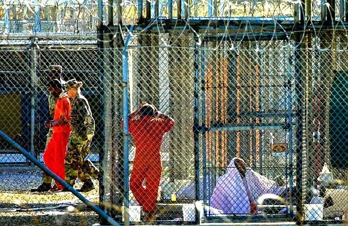 Nhà tù mở cửa từ năm 2002, để giam giữ tù binh chiến tranh và các phạm nhân khủng bố của Mỹ