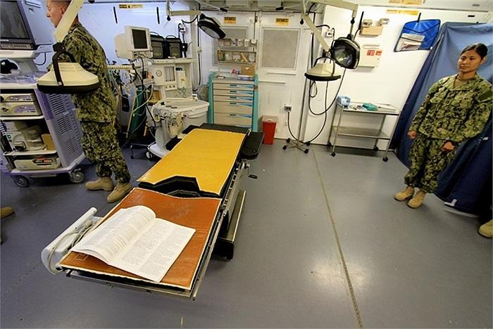 Trạm y tế của nhà tù, nơi có thể thực hiện các ca phẫu thuật đơn giản chữa bệnh cho tù nhân
