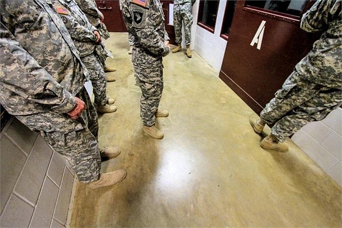 Các bảo binh sĩ làm nhiệm vụ bảo vệ và canh gác trong tù