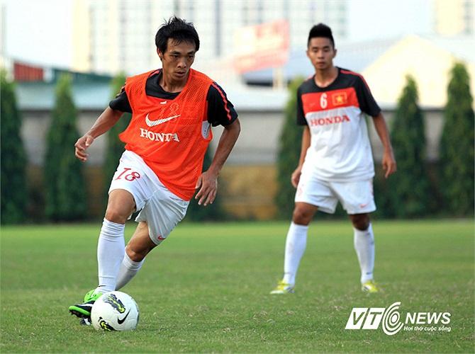 Dù đã ngoài 30 nhưng hậu vệ cánh của HAGL Phùng Văn Nhiên vẫn cho thấy một nền tảng thể lực sung mãn. Văn Nhiên mới được gọi trở lại ĐT sau một thời gian dài vắng mặt ở lần chuẩn bị cho trận giao hữu với CLB Arsenal.