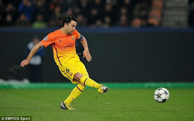 Xavi đã nâng tỷ số lên 2-1 cho gã khổ lồ xứ Catalan từ chấm 11m.
