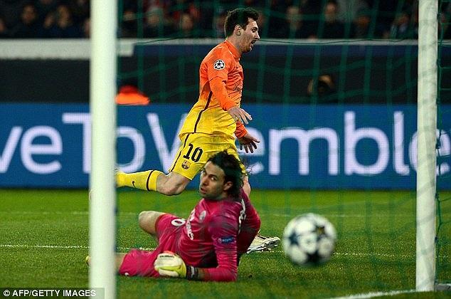 Tiền đạo số 1 thế giới sau đó đã đánh bại Sirigu bằng một cú sút chéo góc hiểm hóc, mở tỷ số cho đội bóng Tây Ban Nha.