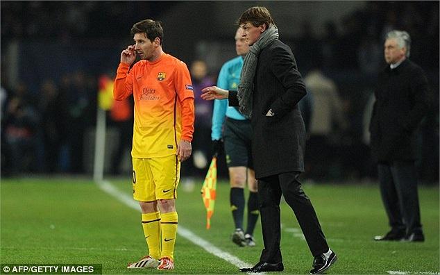 Cuối hiệp 1, Messi bất ngờ gặp phải chấn thương. Và anh đã không thể trở lại trong hiệp 2.