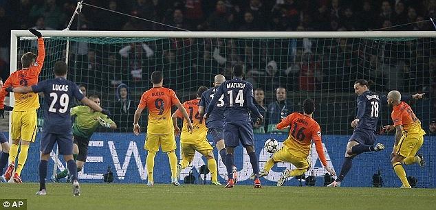 10 phút sau, nỗ lực tìm bàn gỡ của PSG mới thành hiện thực khi Ibrahimovic đón đường bóng dội cột dọc bật ra sau cú đánh đầu của Thiago Silva để ghi bàn.