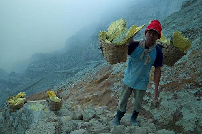 Đây cũng là nơi có hồ acid lớn nhất trên thế giới với diện tích khoảng 1km vuông cùng với rất nhiều khoáng sản kết tinh.
