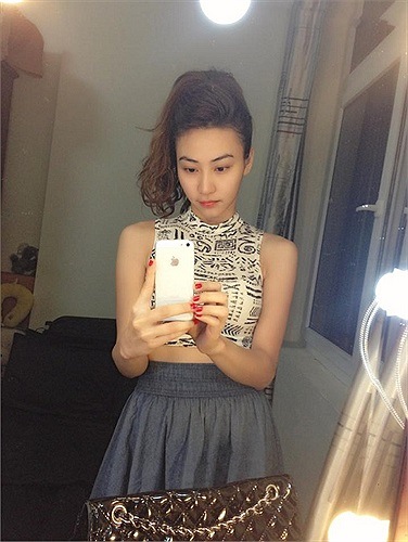 Ngân Khánh xinh đẹp trước khi đi sự kiện.